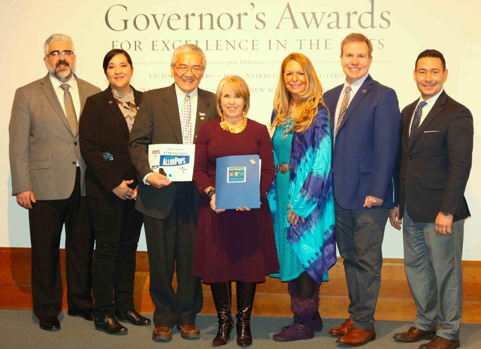 NM Governor Michelle Lujan Grisham presents Star Award to Dr. Han.